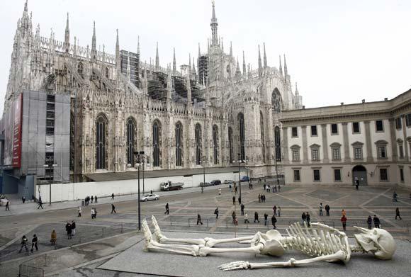Escultura de Gino de Dominicis en Milán